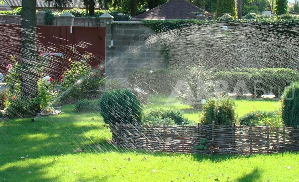 Автоматический полив газона и растений