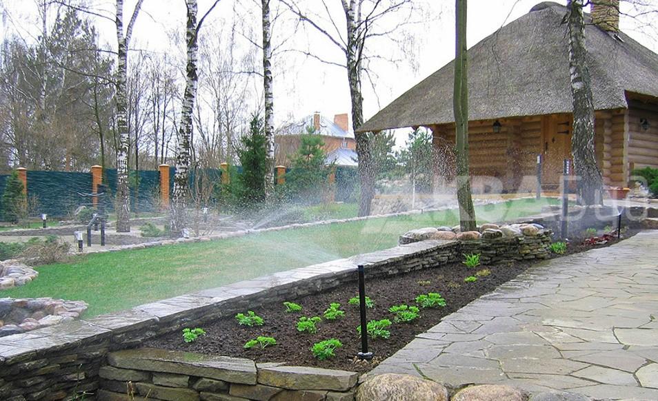Автоматический полив клумбы и газона