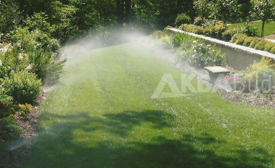 Автоматический полив газона спреями
