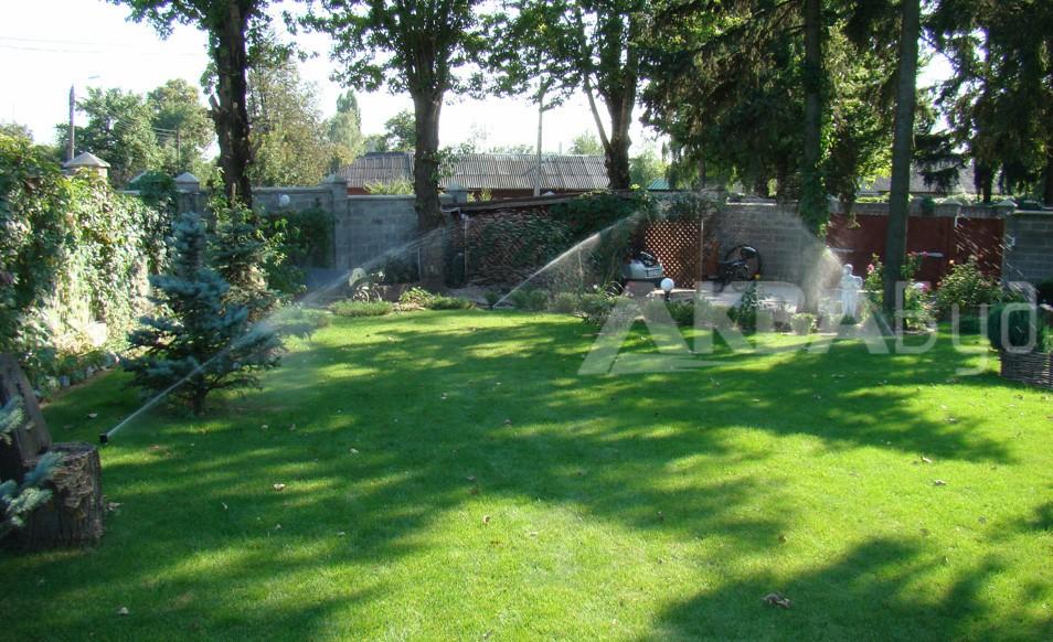 Автоматический полив газона и растений роторами
