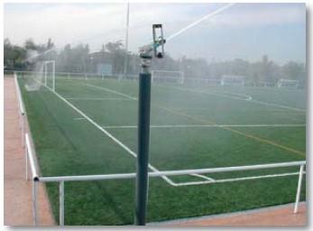 Водяная пушка Rain gun SR-3003 орошает футбольное поле