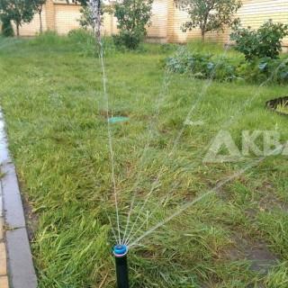 Уложенный газон после монтажа системы полива