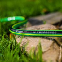 Шланг поливочный Cellfast Green ATS2 в саду