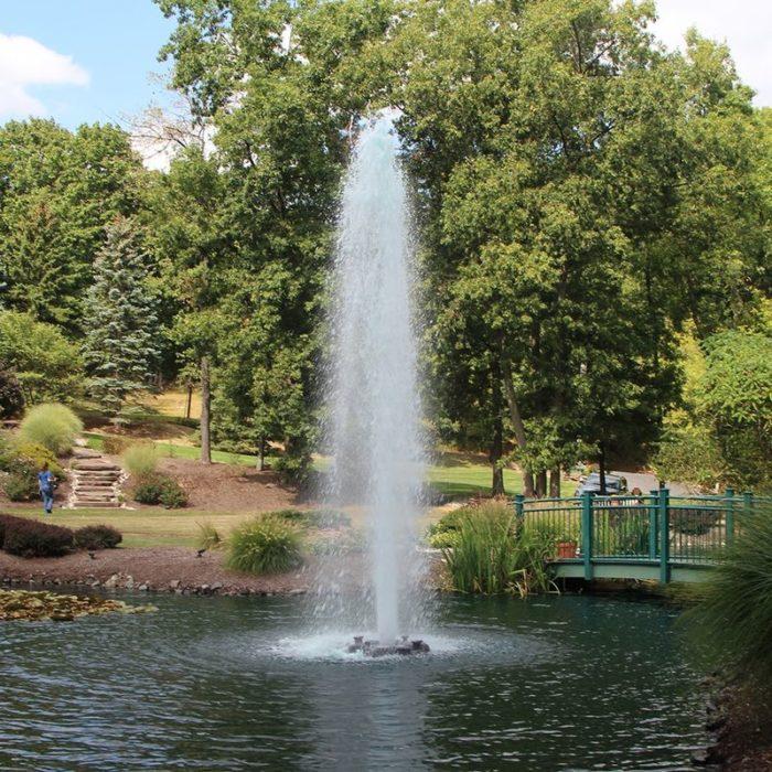 Аэрационный фонтан для водоема Comet от компании Otterbine